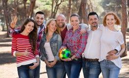 Portrait des amis avec la boule Images libres de droits
