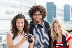Portrait des amis sur la terrasse Photos libres de droits
