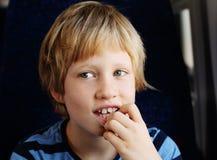 Portrait des 7 années mignonnes de garçon Photo libre de droits