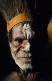 Portrait des Asmat Kriegers Stockfoto