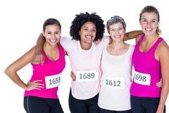 Portrait des athlètes féminins heureux avec des bras autour Images libres de droits