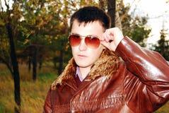 Portrait des attraktiven jungen Kerls. stockfoto