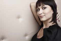 Portrait des attraktiven Mädchens auf einem modernen backg Lizenzfreie Stockfotos