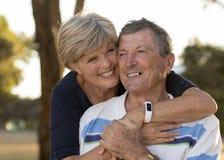 Portrait des beaux et heureux couples mûrs supérieurs américains AR Photographie stock libre de droits