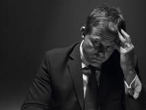 Portrait des betonten Geschäftsmannes Stockfotografie