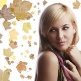 Portrait des blonden Mädchens mit schönem Stockbild
