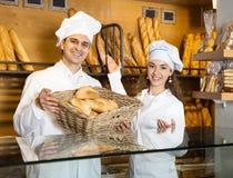 Portrait des boulangers de sourire de couples Images libres de droits