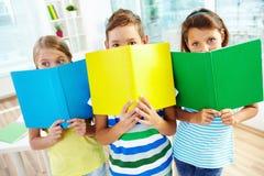 Écoliers avec des livres Photo stock