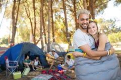 Portrait des couples affectueux heureux Photos stock