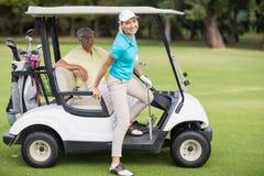 Portrait des couples de sourire de golfeur Photographie stock