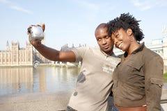 Portrait des couples de touristes sur Westminster. images stock