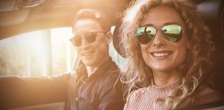Portrait des couples faisant la commande d'essai Images stock
