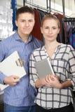 Portrait des couples fonctionnant sur la ligne affaires de mode photo libre de droits
