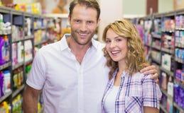 Portrait des couples occasionnels de sourire photographie stock