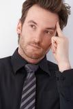 Portrait des denkenden Geschäftsmannes Stockfoto