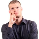 Portrait des Denkens des jungen Mannes Lizenzfreie Stockfotografie