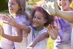 Portrait des enfants célébrant le festival de Holi Images libres de droits