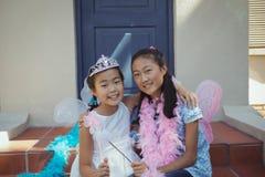 Portrait des enfants de mêmes parents dans le costume féerique Photographie stock libre de droits