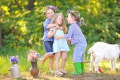 Portrait des enfants pendant l'été Images stock