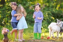 Portrait des enfants pendant l'été Photographie stock libre de droits