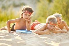 Portrait des enfants sur la plage Images libres de droits