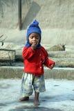 Portrait des enfants tribals dans un village Kumrokhali, Inde Images stock