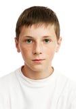 Portrait des ernsten Jungen mit Freckles Stockfoto