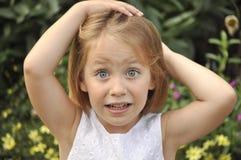 Portrait des erschrockenen jungen Mädchens Lizenzfreies Stockfoto