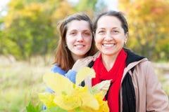 Portrait des femmes en automne image libre de droits