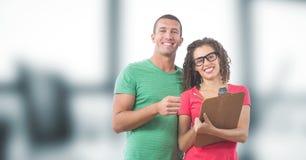 Portrait des gens d'affaires de sourire avec le presse-papiers images libres de droits