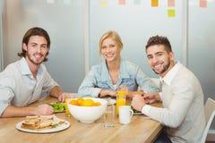 Portrait des gens d'affaires prenant le déjeuner Photographie stock libre de droits
