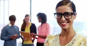 Portrait des Geschäftsfrau-Lächelns stock footage