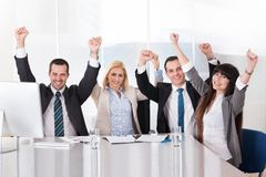 Portrait des glücklichen Geschäftsteams Lizenzfreie Stockfotos