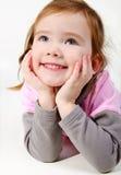 Portrait des glücklichen lächelnden kleinen Mädchens Lizenzfreie Stockfotos