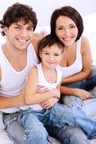 Portrait des hohen Winkels der glücklichen Familie Stockfoto