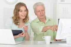 Portrait des hommes d'affaires avec l'ordinateur portable Photo libre de droits