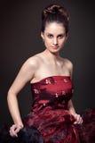 Portrait des jeunes femmes dans la robe de soirée Images stock