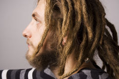 Portrait des jungen dreadlock Mannes stockfotografie