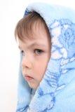 Portrait des Jungen in einer Haube Lizenzfreies Stockfoto