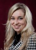 Portrait des jungen lächelnden Mädchens Stockfotos