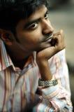 Portrait des jungen männlichen Denkens Stockbild