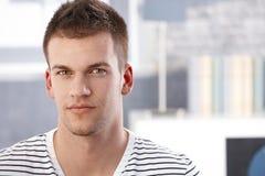 Portrait des jungen Mannes Stockbild