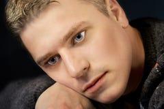 Portrait des jungen Mannes empfindlich stockbild