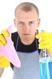 Portrait des jungen Mannes mit Reinigungszubehör Stockfoto