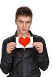 Portrait des jungen Mannes mit Valentinsgruß lizenzfreie stockfotografie