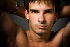 Portrait des jungen reizvollen Mannes stockfotos