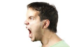 Portrait des jungen verärgerten Mann Sreamings getrennt Stockfoto