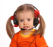 Portrait des Kindes mit Kopfhörer. Stockfotografie
