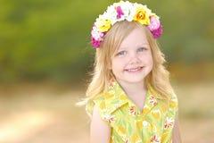 Portrait des kleinen Mädchens draußen Lizenzfreies Stockbild