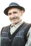 Portrait des lächelnden älteren Mannes stockbilder